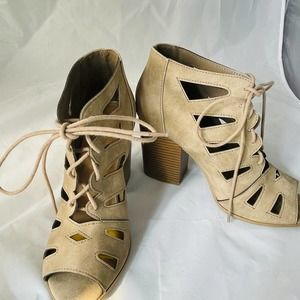 """Soda block 4"""" booties size 9 lace up open toe"""